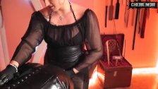 CherieNoir mit Mega-StrapOn im Sklavenarsch