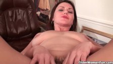 Hairy mom feels naughty and needs to get off