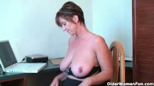 Porn gets mom's pussy juice flowing