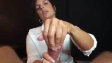 Gozando gostoso entre os dedos