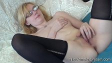 Pure Finger Rubbing Masturbating Coed with