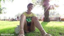 Jeny public Flash in a park.