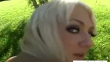 Outdoor casting a 35 years old blondie