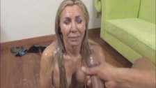 Sexy milf wants a cumblast