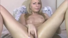 Intense masturbation from a pretty blond   - duration 5:28