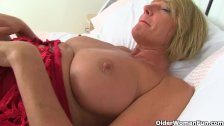 : British milf Amy fucks a dildo