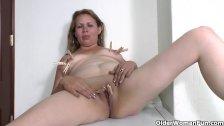 Latina milf enjoys clothespins on her nipples