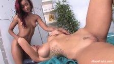 Alison & Skin's sexy lesbian massage