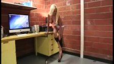 Amazing sexbomb handjob