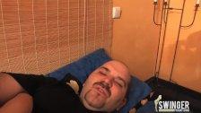 Zu dritt im Bett