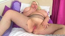 English milf Sammy Sanders masturbates in fishnets