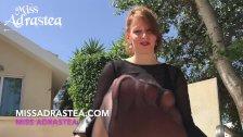 Miss Adrastea Nylonfuesse in schwarzer Strumpfhose