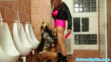 Glamour babe pissdrenched by crossdresser - duration 10:00