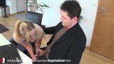 Blonde Sophia beim Blowjob