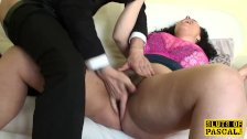 Curvy brit fingerfucked rough after oral