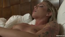 Blonde babe Dahlia Sky toys her juicy pussy