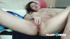 Cambabe Lorriena Vibrates Her Pussy