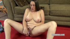 Melanie Hicks uses a toy to make herself cum