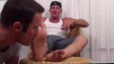 Muscle top Dev enjoys his feet being thoroughly worshipped