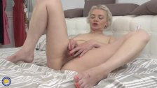 Hairy Housewife Fingering Herself - duration 6:13