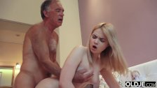 18 yo girl kissing and fucks her step dad in his bedroom - duration 10:23