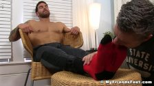 Muscular jock loves getting his feet sucked an massaged