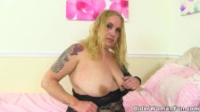 English BBW milf Sookie Blues uncovers her succulent body