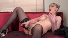 Horny housewife Helga playing with herself - duration 6:10