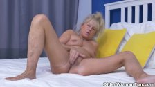 Euro gilf Koko lowers her jeans and rubs her pussy
