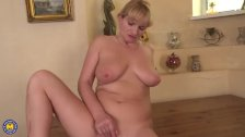 Horny housewife fingering herself - duration 6:13