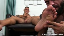 Muscle stud works on his cock while getting toe sucked