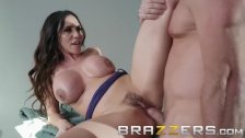 Brazzers - Ariella Ferrera stops the car for some cock