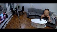 RealCam - Fudendo com a Namorada Assistindo Video Porn na TV