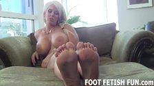 Feet Worshiping And Femdom Foot Porn
