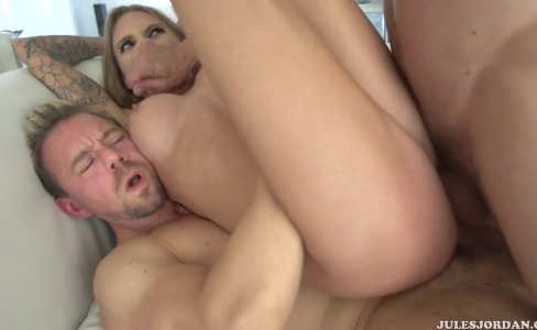 Juelz Ventura is a pornstar in a threesome|4,390 views