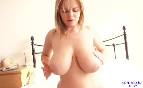 Gorgeous babe Isabella takes her clothes off|600 views