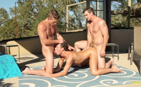 NextDoorTwink Hot Twink Outdoor Threesome|16,376 views
