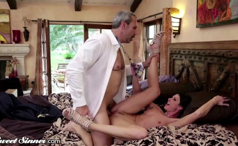 SweetSinner India Summer surprised by Husband|42,102 views