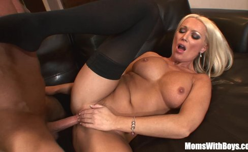 MILF Housewife Diana Doll Fucked In Sexy Stoc|56,150 views