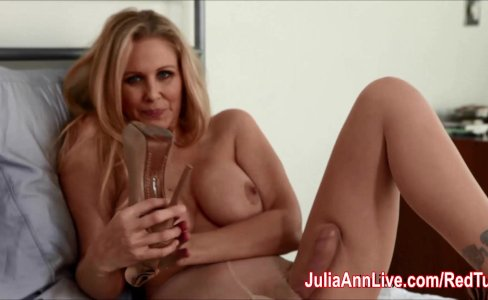 Julia Ann Teases with Pantyhose & Lingerie!|22,002 views