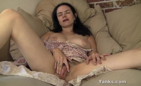 Pierced MILF Lucia Masturbating|4,264 views