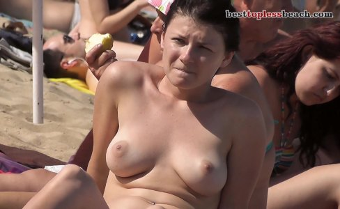 Fantastic girl Topless on the Beach|1,745 views