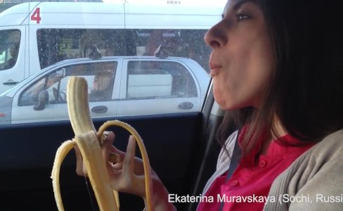 Ekaterina Muravskaya deepthroats a banana|2,651 views