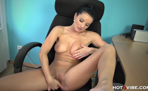 Naughty secretary Vanessa rubs one out at the|5,736 views