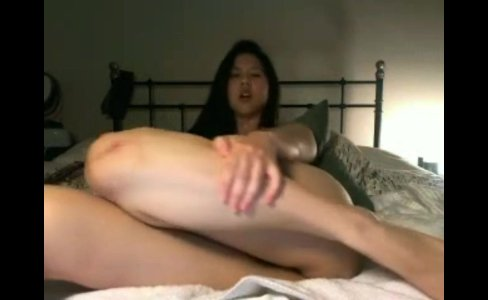 horny asian camgirl jerking her clit|3,435 views