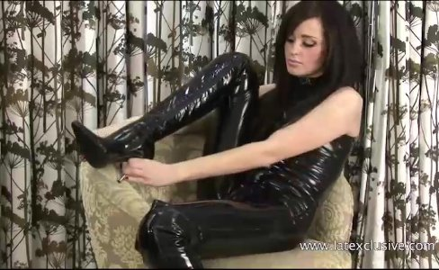Kinky latex babe Chloes tight rubber outfit|11,679 views