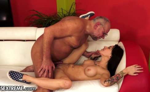 21SeXtreme Grampy fucks Young Student|76,351 views