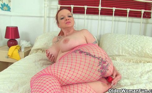 Curvy British milfs Summer Angel Lee toying|13,101 views