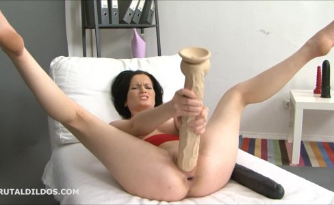 Sexy MarryAnn fills her pussy with big dildos|2,339 views
