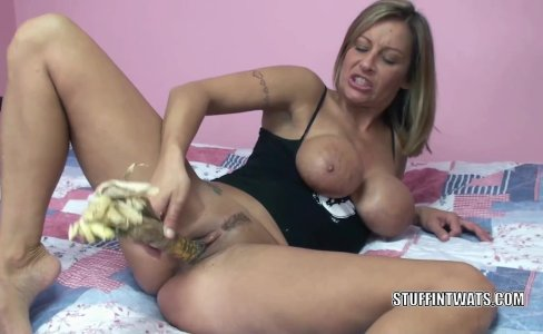Leeanna Heart uses corn to fuck her hot pussy|2,478 views